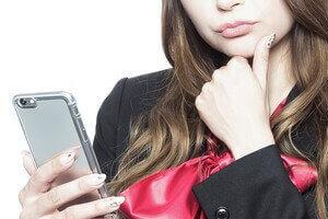 出会い系サイトに登録する女性