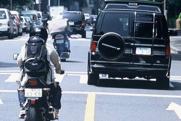 オートバイでの尾行調査