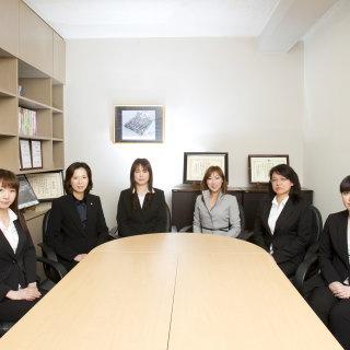女性相談員の集合写真
